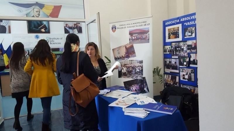 Târgul de joburi pentru studenţi şi absolvenţi la UVVG Arad